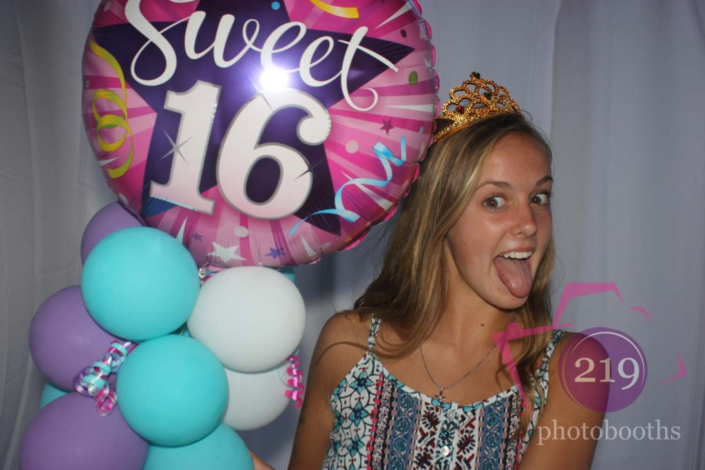 Munster Photobooth Sweet 16 Balloon