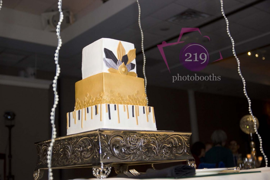 Aberdeen Manor Hanging Wedding Cake